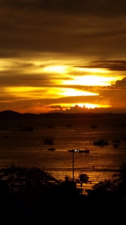 Imperial Pattaya Hotel: Sunset form our room on the 8th floor
