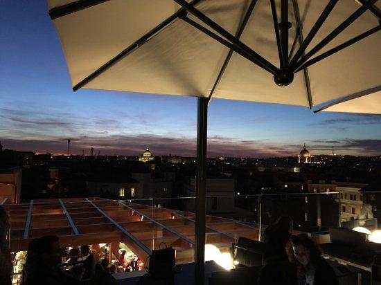 vista dalla terrazza al tramonto - Foto di La Rinascente, Roma ...