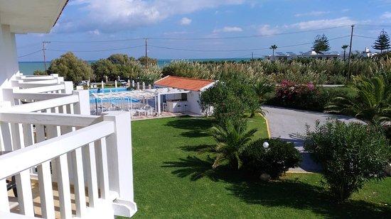 Chryssana Beach Hotel: IMG_20171028_121232_large.jpg