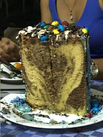 La Ferme: Gâteau d'anniversaire préparé par Mariana et dévoré par les grands et les petits! Emplacement et