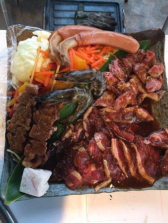 Nagura Village: BBQ2人前の食材。これに焼きおにぎりもついてきてボリューミー