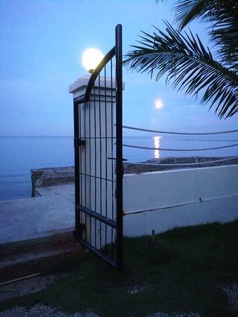 Sibulan, Filipinas: Moonlight at the beach