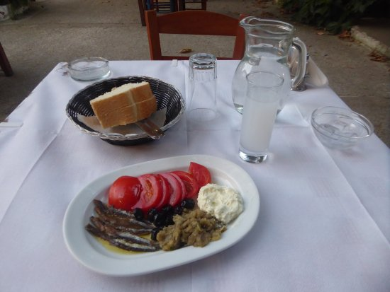 Therma, Grecia: ouzo and starters