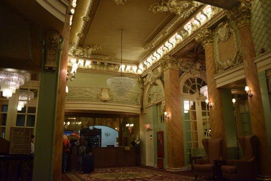 The Wolcott Hotel: Beautiful lobby