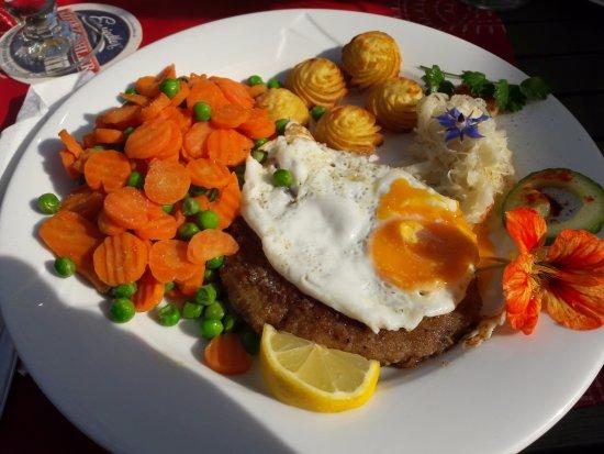 """Lunzenau, Almanya: Schnitzel """"Wiener Art"""""""