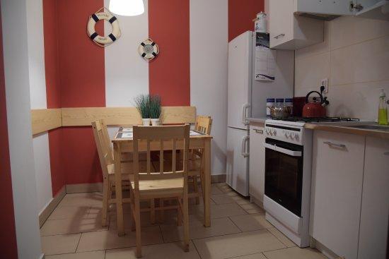 Küche Mit Sitzgelegenheit   Kleine Kuche Mit Sitzgelegenheit Fur 5 Personen Bild Von Villa