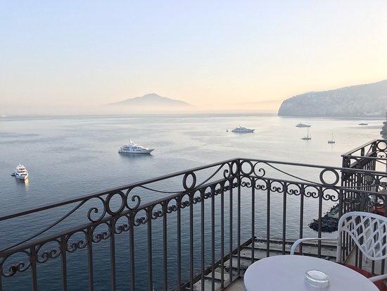 Grand Hotel Ambasciatori: View toward Mt. Vesuvius from Room 504.