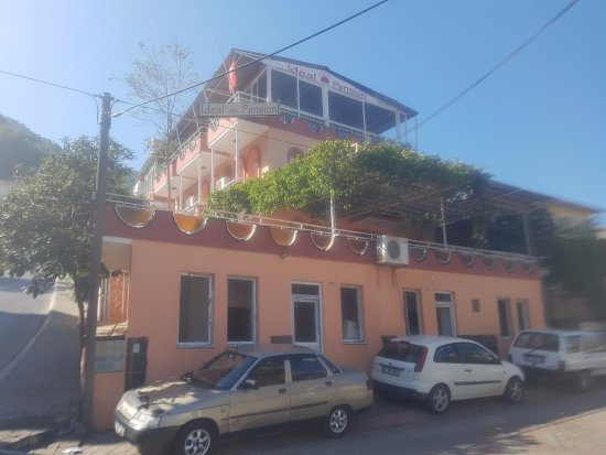 Ideal Pension Hostel : The pension as seen from outside
