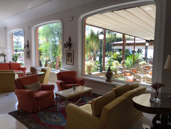 Grand Hotel Ambasciatori: Picture taken from inside hotel lobby looking out toward the gardens and pool area.