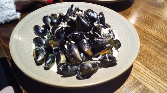 Gaerwen, UK: Hand gathered Menai mussels in a white wine, garlic & shallot cream with crusty bread