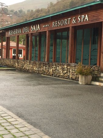 Cabuerniga, Espanha: Exterior hotel-restaurante