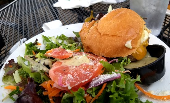 Afton, VA: Cheeseburger with salad