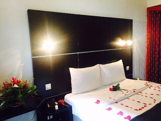 Chambre décorée pour vos lunes de miel ou anniversaires - Picture of ...