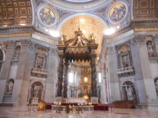 Baldacchino di San Pietro, di Bernini : vue
