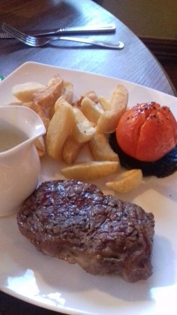 Old Colwyn, UK: We enjoyed two steak meals and a bottle of red wine...yummy.