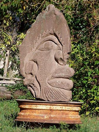 Saint-Sever-du-Moustier, France: Le jardin des sculptures