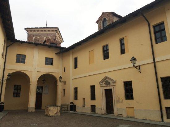 Castello di Moncucco Torinese: Il cortile