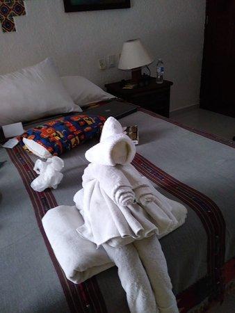 Del Sol Beachfront Hotel: Towel Witch , ( Halloween)