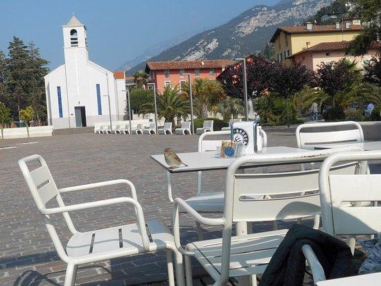 Hotel Caravel: kurzer Fußweg vom Hotel zum See und kleinen Strandcaffee