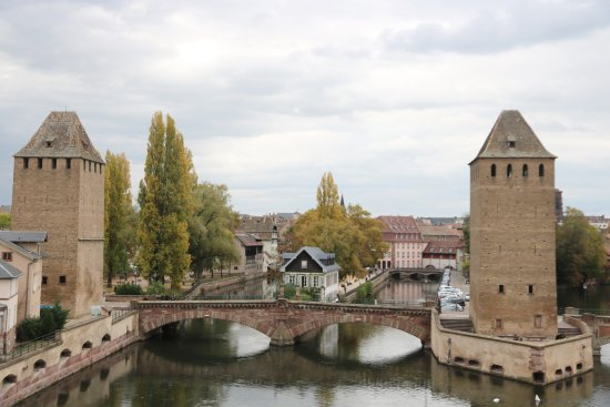 les ponts couverts strasbourg alsace france foto van strasbourg pont couverts straatsburg. Black Bedroom Furniture Sets. Home Design Ideas