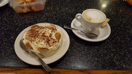 นิวเบอรีพอร์ต, แมสซาชูเซตส์: Tiramisu and cappuccino