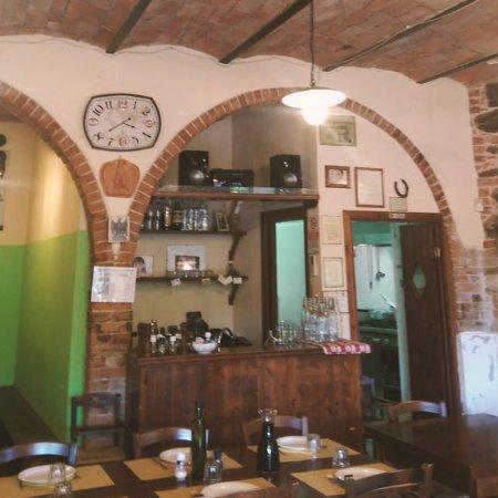 Istia d'Ombrone, Italy: La foto fatta dall'entrata mostra le arcate in mattoni, il soffitto e l'ambiente generale