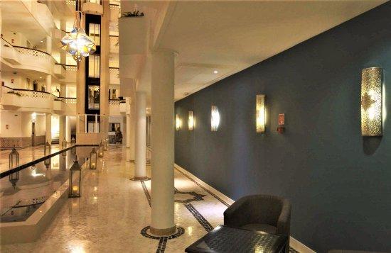 Acc s la salle manger picture of hotel oriental for Salle a manger orientale