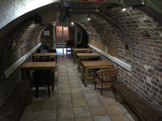 Isaacs Hostel: Isaac's Hostel - reading room