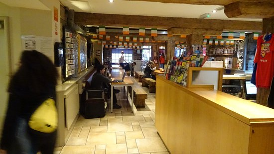 Isaacs Hostel: Isaac's Hostel - lobby and common area.  WiFi available here and in some rooms.