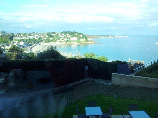 L'Agapa Hotel SPA Nuxe : Le restaurant offre une vue imprenable sur l'océan.