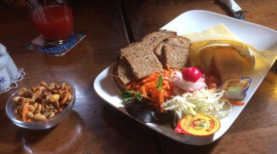 Fouron-le-Comte, Bélgica: Kaasschotel met brood
