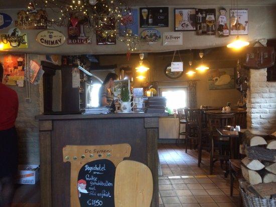 Fouron-le-Comte, Bélgica: De bar (let op het afstapje)