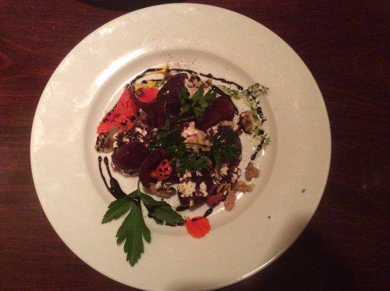 Gogi's Restaurant: Warm beet salad