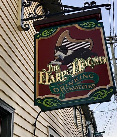 Harp and Hound Pub: The sign from outside