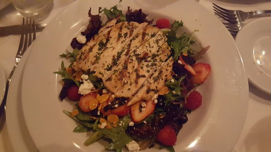 Agoura Hills, CA: Berry, Fig and Goat cheese salad (shown with Chicken)
