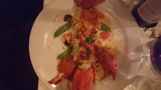 Agoura Hills, CA: Lobster linguine -- great presentation