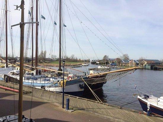 Grouw, Hollanda: Uitzicht op prachtige schepen
