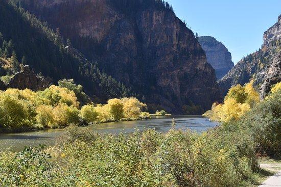Glenwood Canyon Bike Trail: River from path