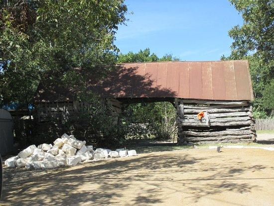 Castroville, TX: Log cabin