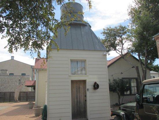 Castroville, Teksas: Well house w/overhead cistern