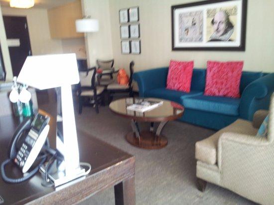 theWit Chicago - a DoubleTree by Hilton Hotel: Coin salon de la mini-suite