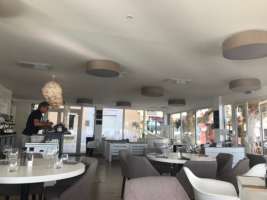 restaurant le m joli cadre picture of restaurant le m saint cyr sur mer tripadvisor. Black Bedroom Furniture Sets. Home Design Ideas