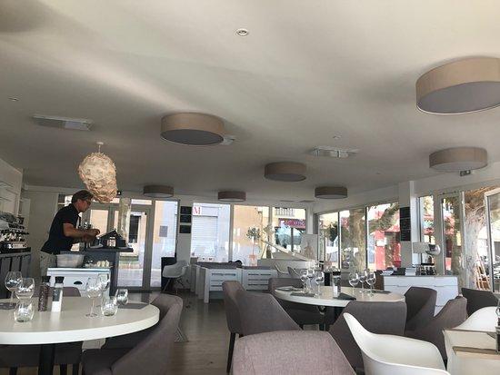 restaurant le m joli cadre picture of restaurant le m saint cyr sur mer tripadvisor. Black Bedroom Furniture Sets. Home Design Ideas