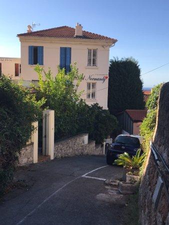 Hotel Normandy Cap Du0027Ail: Vialetto Di Ingresso Con Posto Auto