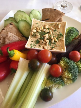 Ojai, Kalifornia: Hummus plate at the Spa Café