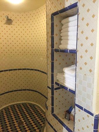 Ojai, CA: Spa shower