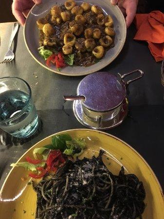 Gnocci and spaghetti in nero