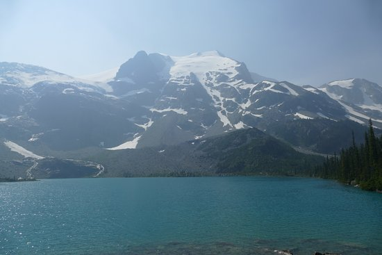 Pemberton, Canada: Top lake across to the glaciers