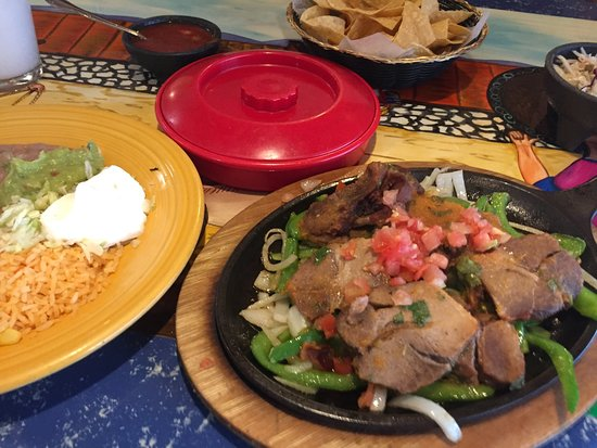 Tequila's Family Mexican Restaurant: pork carnitas fajitas as they arrived