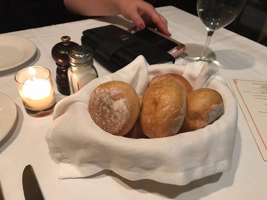 Keens Steakhouse: Fresh Bread